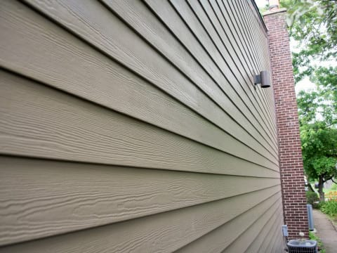 James Hardie lap siding installation in Northbrook project photo 2