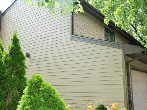 James Hardie lap siding installation in Northbrook project photo 4
