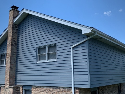 Royal vinyl Insulated & Shake and Shingles siding installation in Lemont project photo 1