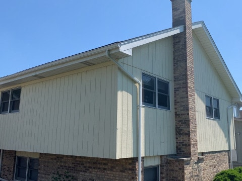 Royal vinyl Insulated & Shake and Shingles siding installation in Lemont project photo 6