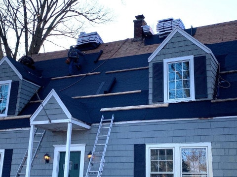 Shingle roof replacement in Clarendon Hills project photo 4