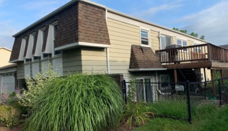 New vinyl siding installation in Bolingbrook project photo 4