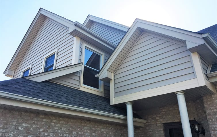 Vinyl siding & roofing project in Darien, IL